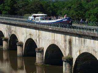 Bateau The barge La Vie en Rose cruising in Burgundy photo 2