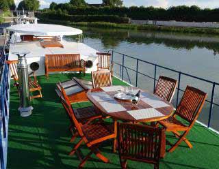 Bateau Spacious sun deck photo 3