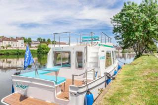 The rear deck, ideal for swimming & fishing