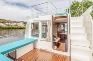 Easy access to the top deck